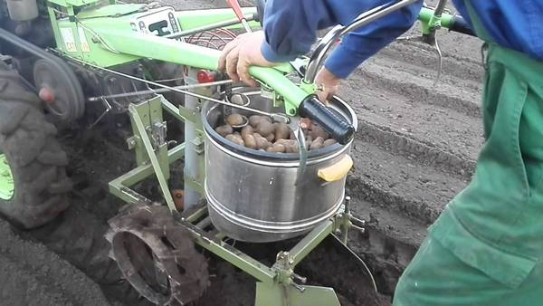 Картофелесажалка и картофелекопалка для мотоблока своими руками
