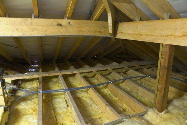 Утепление потолка бани: чем и как утеплить потолок в парилке, варианты утеплителей, инструкция по монтажу теплоизоляции своими руками, фото, видео